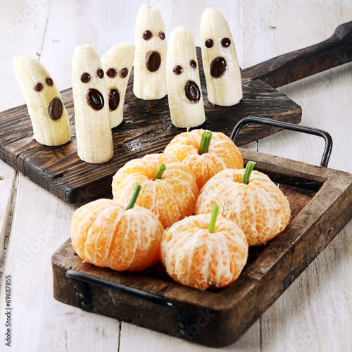 Healthy Halloween Treats Made from Fruit - 69687855