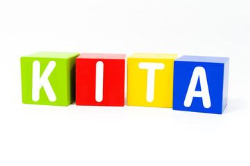 Bunte Würfel mit KITA