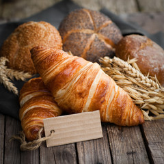 Frische Croissants, Label