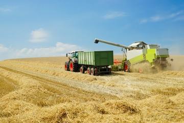 Mähdrescher, Landtechnik zum Getreidetransport