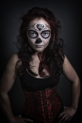 Sugar Skull junge Frau in Corsage