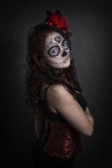 Sugar Skull junge Frau in Corsage mit Zylinder