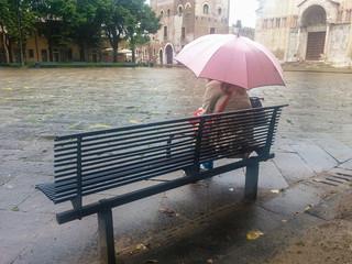 Attesa sotto la pioggia