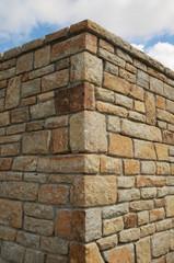 Ecke einer Natursteinmauer aus Granit