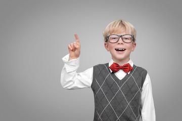 Kind mit zeigefinger
