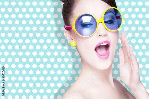 Attractive surprised young woman wearing sunglasses - 69720669