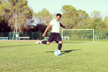 footballeur qui tire