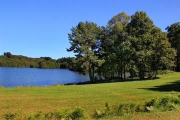 Au bord du lac .