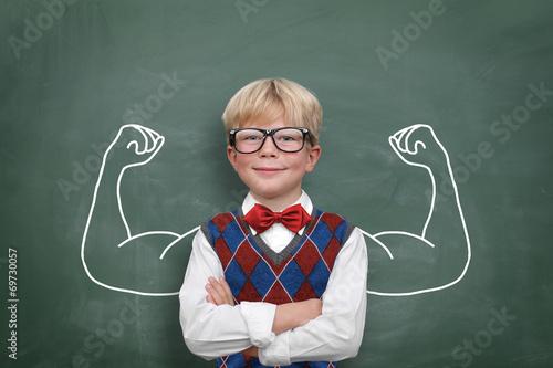 Kind mit Muskeln - 69730057