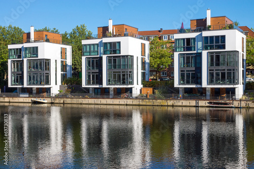 canvas print picture Modern residential houses at the water in Hamburg