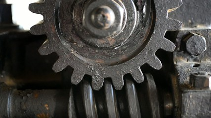 old rusty gearing, motion, real time