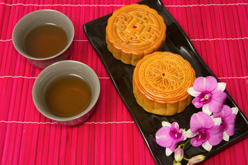 chinese moon cake with tea