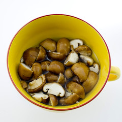 Slice dried Chinese mushroom then leave in water