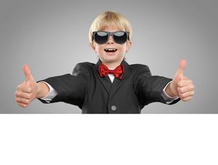 Cooles Kind mit Freisteller für Werbung