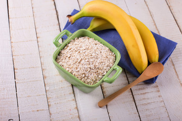 Oat flakes in bowl with banana