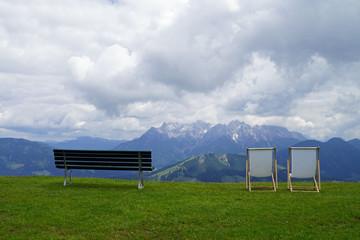 Sitzmöbel im Gebirge
