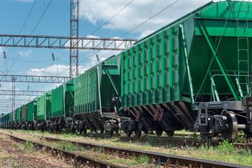 railroad car for dry cargo