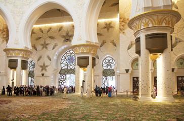 Интерьер Белой мечети Абу-Даби. ОАЭ.