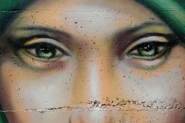 Ojos en un muro