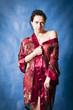 Красивая брюнетка в красном халате