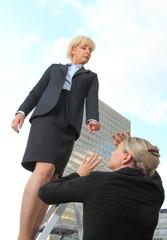 Chefin rügt Mitarbeiterin