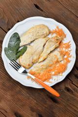 petto di pollo e carotine julienne