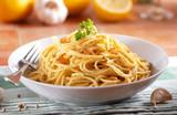 Fototapety spaghetti al limone con aglio e pepe