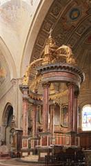 Baldaquin en marbre dans la cathédrale de Tarbes (65)