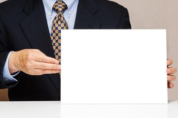白いボードを持つビジネスマン