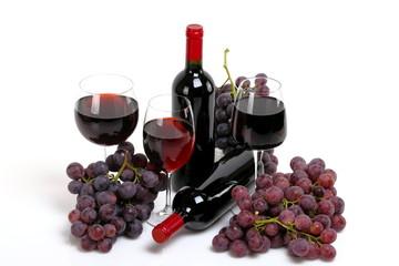 Vino rosso con uva rossa