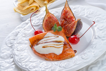 flambéed pancakes with figs and cherries