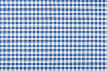 blau-weiß kariertes Tischtuch
