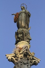 Via Condotti - Virgen Mary statue