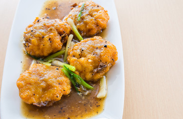 Thai prawn cakes in gravy