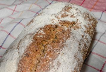 Brot hausgemacht beim Abkühlen
