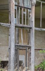 Ruine mit ehemaliger Glasfront