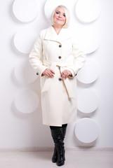 белое, элегантное пальто