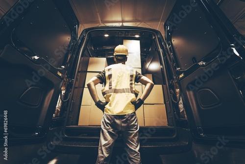 Cargo Van Delivery - 69826448