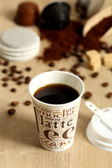 caffe nero in bicchiere di carta