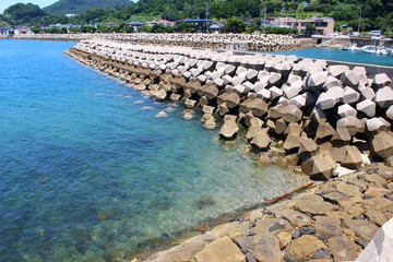 龍ヶ岳町 仏崎の海岸風景