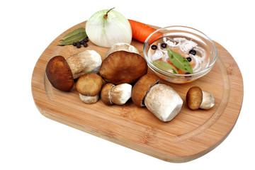 Marinating edible mushrooms
