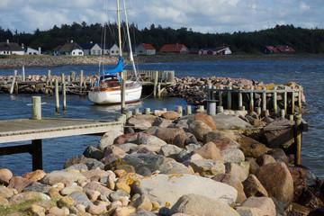 Segelboot am Steg