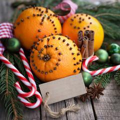 Gespickte Orangen, Label
