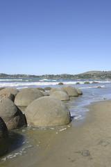 ニュージーランドの海辺の丸い奇岩