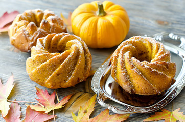 Pumpkin cakes with autumn leaves