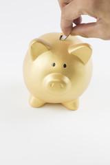 お金を入れる貯金箱