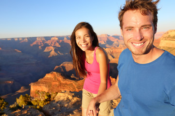 Lifestyle couple hiking in Grand Canyon