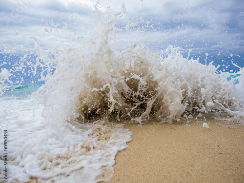 waves breaking on a stony beach © Netfalls