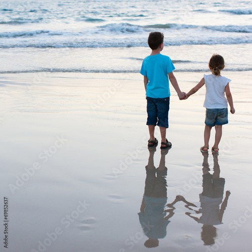 canvas print picture Two kids at beach