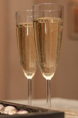 Бокалы с шампанским для жениха и невесты